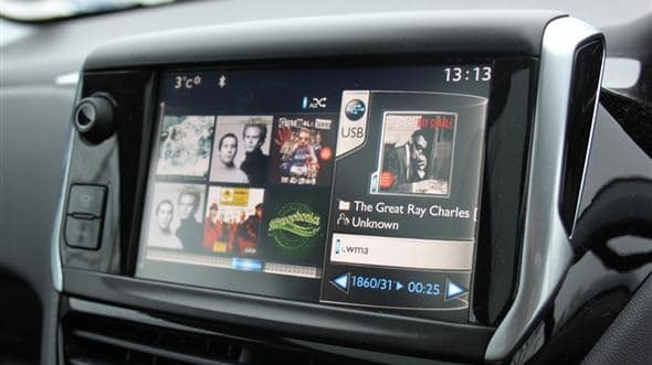 touchscreen peugeot 208